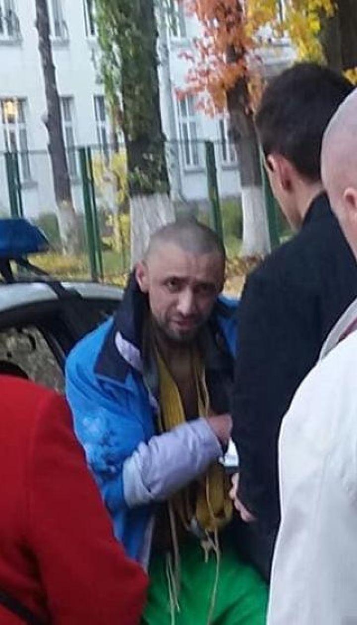 Чудовисько з ножем в зубах. Стали відомі подробиці нападу на дітей у Києві