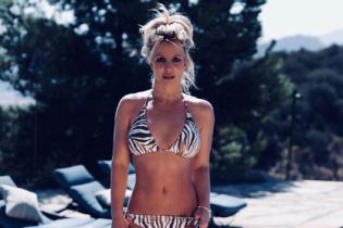 В міні-шортах і топі: Брітні Спірс показала, як готується до літа