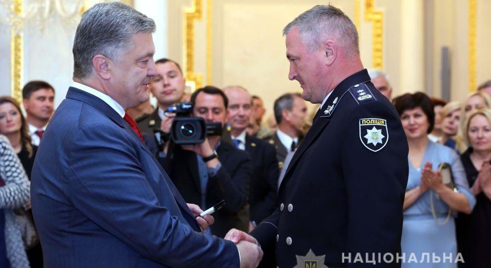 Порошенко повысил в звании начальника Национальной полиции Князева