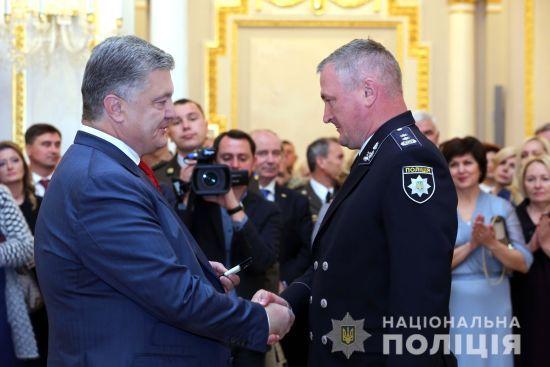 Порошенко підвищив у званні начальника Національної поліції Князєва
