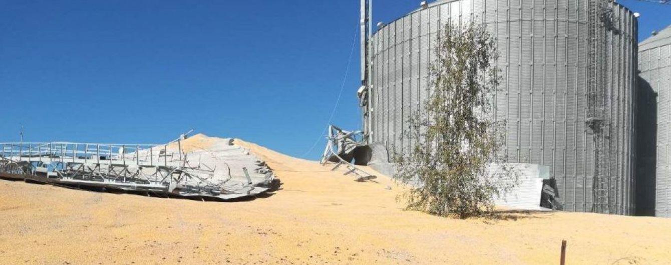 Біля Сум посеред ночі розірвало елеватор і кукурудзою засипало сусідню вулицю