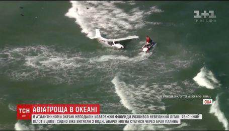 В Атлантическом океане на глазах десятков отдыхающих разбился самолет