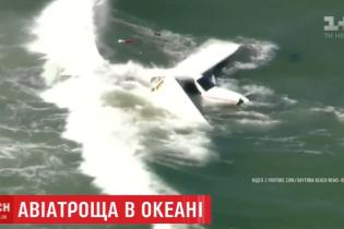 В Атлантичному океані на очах відпочивальників розбився літак