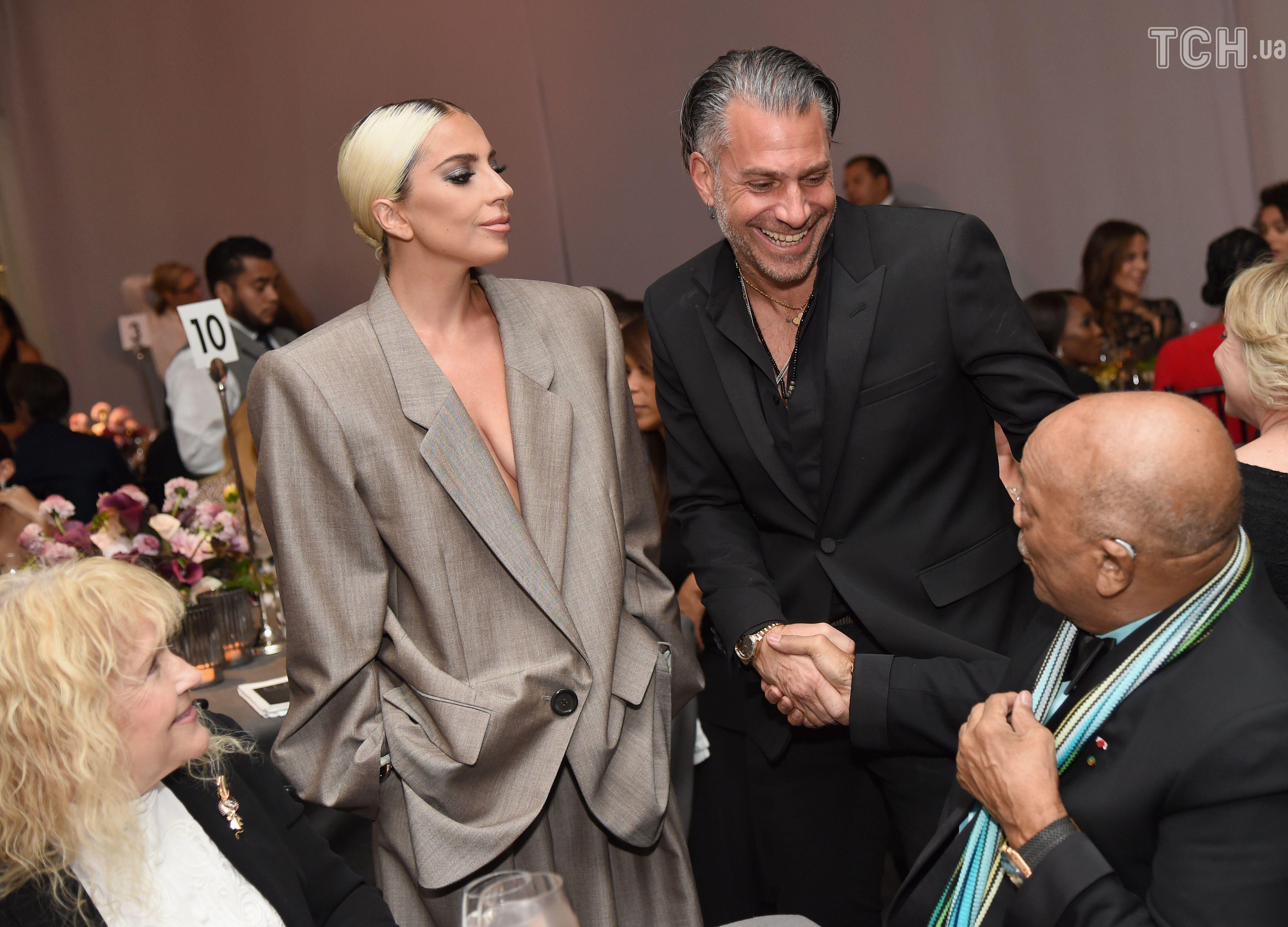Леді Гага з нареченим_2