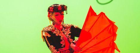Будет удивлять: Оля Полякова показала конструкцию, которой ее распилят на концерте