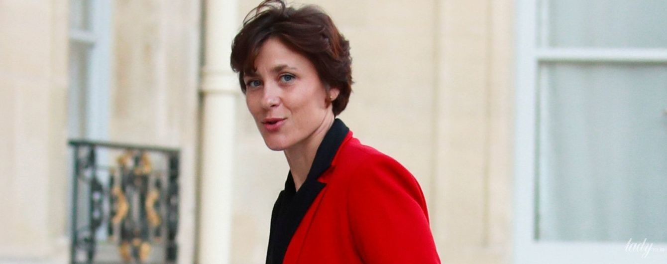 Молодший міністр охорони здоров'я Франції прийшла на засідання у червоному жакеті і замшевих туфлях