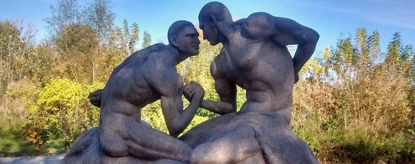 Кличко зізнався, що його молодший брат без одягу виглядає краще за скульптуру в Коростишеві
