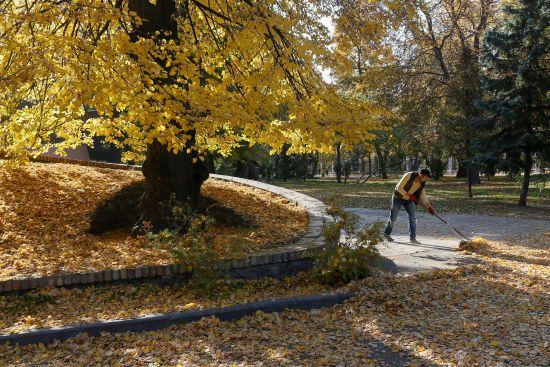 У Києві проти паліїв опалого листя підняли в повітря дрони