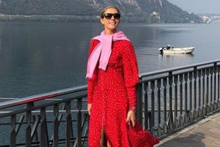 У сукні з глибоким декольте і кросівках: Катя Осадча опублікувала цікаві знімки з Італії