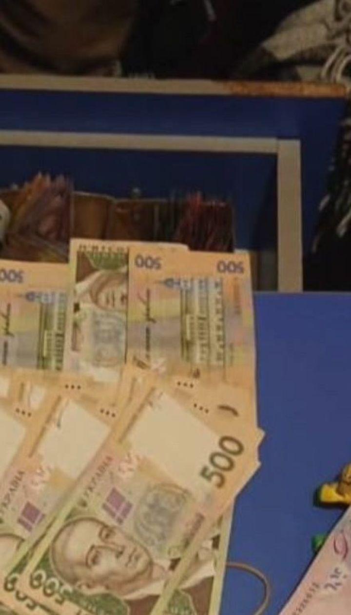 Главного врача львовской поликлиники задержали за взятку в 500 долларов
