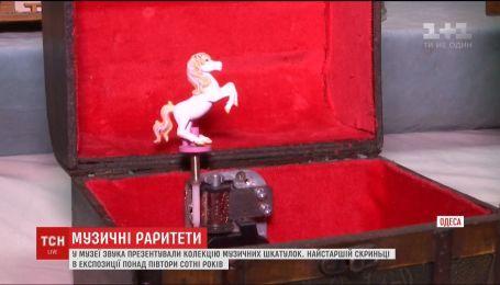 Унікальну експозицію музичних шкатулок представили в Одеському музеї звуку