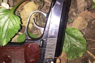 """В Виннице мужчина устроил стрельбу по патрульным. Задержанный оказался """"профессиональным"""" грабителем"""