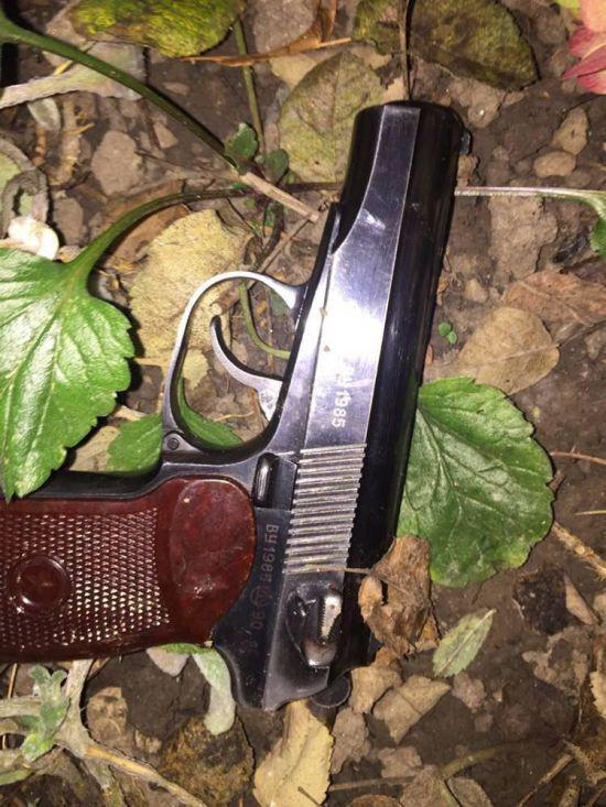 """У Вінниці чоловік влаштував стрілянину по патрульних. Затриманий виявився """"професійним"""" грабіжником"""