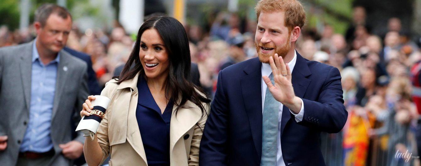 В синем платье с эффектным разрезом: беременная герцогиня Сассекская продемонстрировала новый образ