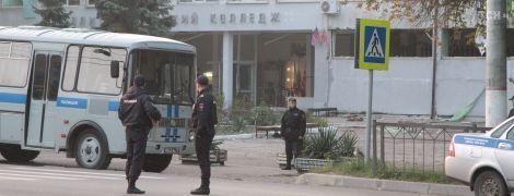 Криваву стрілянину з вибухами у політехнічному коледжі Керчі влаштували декілька людей - очевидці