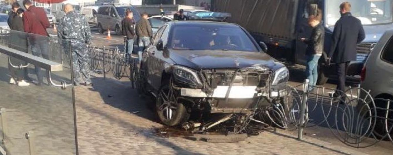 В центре Киева пять авто столкнулись в масштабной аварии