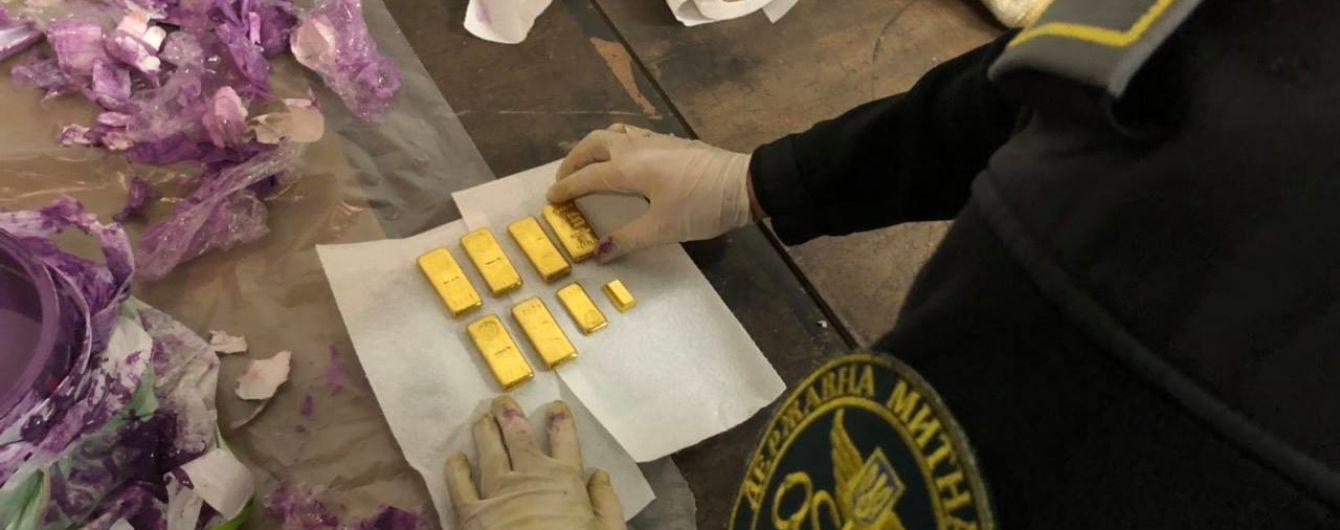 У Львові митники знайшли золото на 2 млн грн у банці фарби