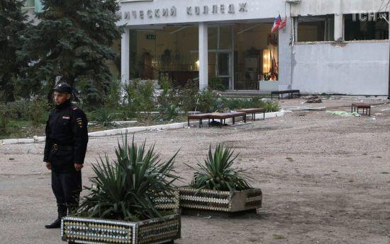 Нові жертви та пошуки спільника терориста з Керчі: як минув другий день по кривавім теракті у Криму