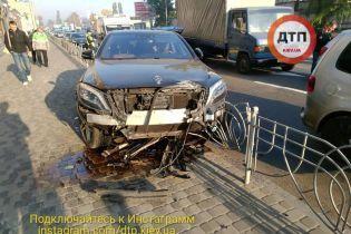 Масштабная авария на столичном Подоле: у 20-летнего водителя Mercedes мог случиться эпилептический приступ