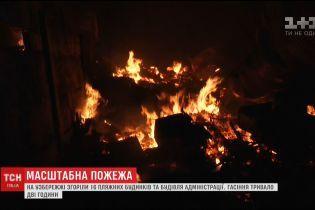На узбережжі Одеси вщент вигоріли пляжні будиночки