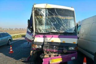 На Львовщине маршрутка с пассажирами догнала грузовик, есть пострадавшие