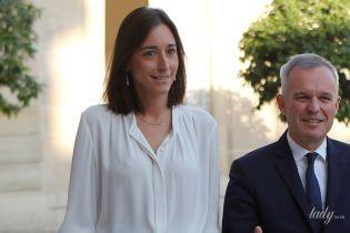 У білій блузці та спідниці-олівці: діловий образ молодшого міністра екології Франції