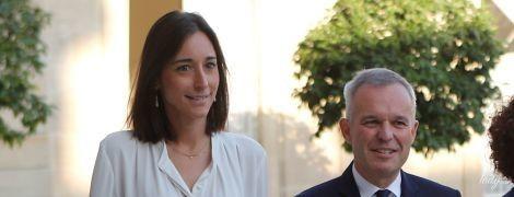 В белой блузке и юбке-карандаше: деловой образ младшего министра экологии Франции