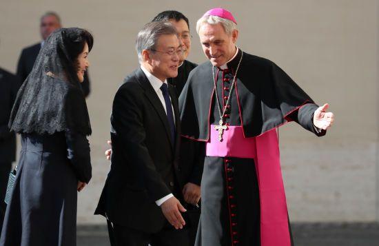 Південнокорейський президент передав Папі Франциску запрошення Кім Чен Ина до КНДР