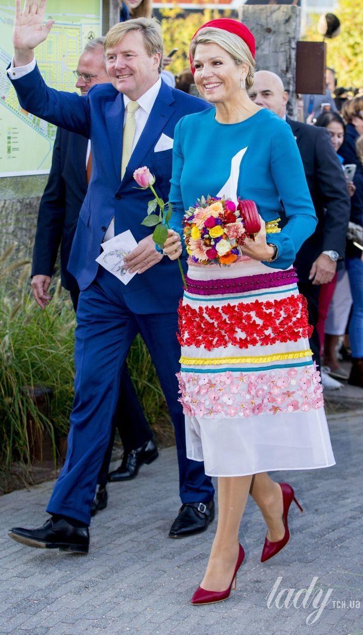 Яка яскрава королева: Максима разом з чоловіком-королем здійснили візит до провінції Зеландія