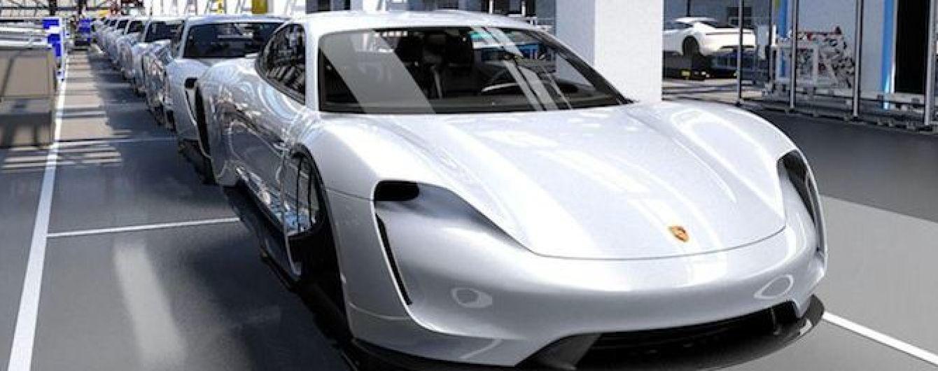 Первый серийный электрокар от Porsche будет дешевле Panamera