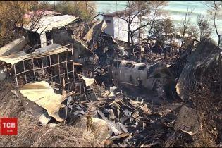 На Одеському узбережжі згоріли пляжні будиночки