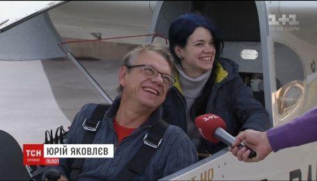 Авиаконструктор на легкомоторном самолете пролетел более тысячи километров на скорость