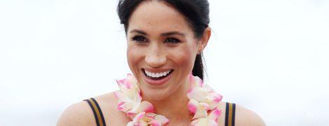 В дорогом макси-платье и с улыбкой: беременная герцогиня Сассекская провела день на пляже