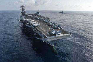 В Филиппинском море на палубу военного корабля США упал вертолет