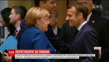 Неофіційні переговори з пивом: Меркель та Макрон сходили в бар у Брюсселі