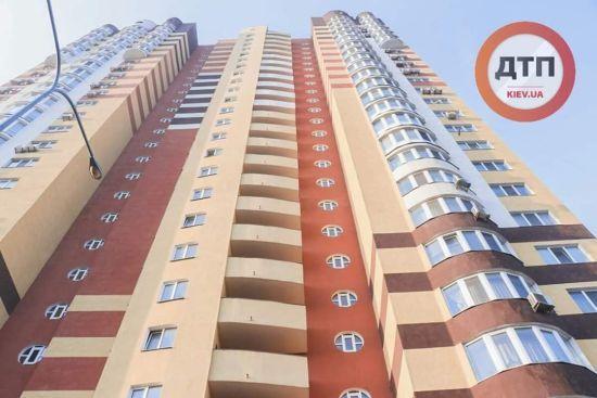 У Києві чоловік у капцях вистрибнув з 24-го поверху