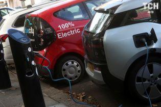 Президент підписав закон про скасування акцизу для електрокарів