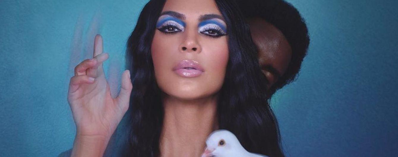 Нічого не соромиться: гола Кім Кардашян сексуально рекламує косметичні новинки