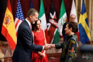 Хороша в красном: королева Летиция с мужем-королем сходила на торжественную церемонию
