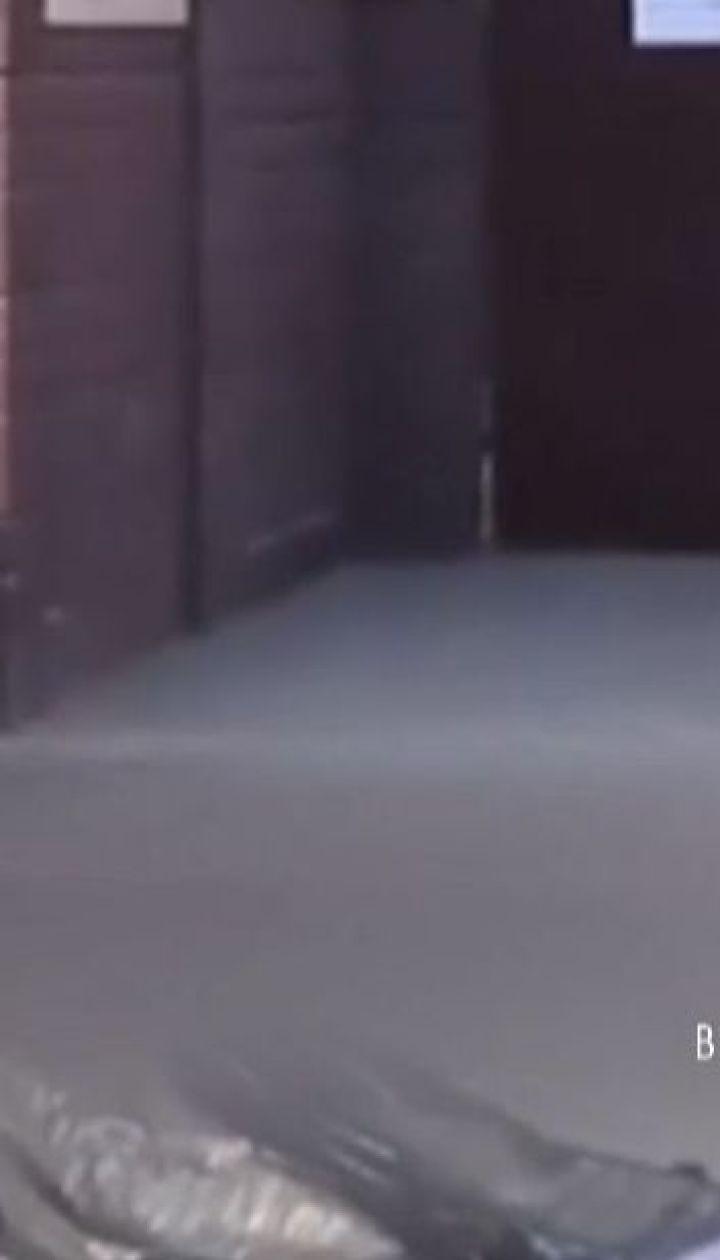 С балкона киевской многоэтажки выбросился мужчина