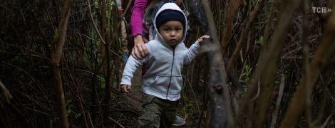 Через чащи и на самодельных плотах: как мигранты пытаются нелегально пересечь границу США