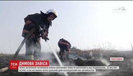 Несколько сел в Ровенской области затянуло дымом из-за пожара на полях