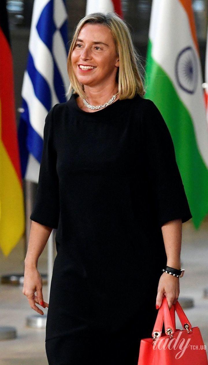 У чорній сукні і з червоною сумкою: глава дипломатії ЄС Федеріка Могеріні в ефектному образі в Брюсселі