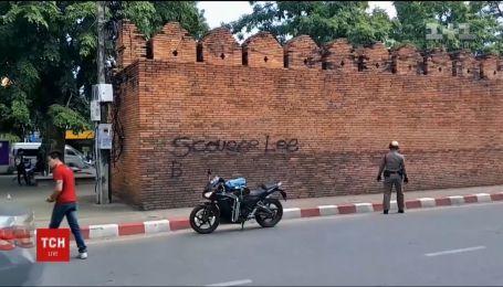 Туристам из Британии и Канады грозит тюрьма за граффити на исторической стене