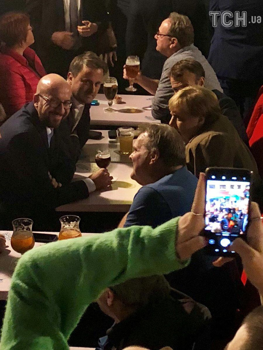 Меркель та Макрон та пивко_2