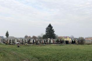 На Львовщине на сельском кладбище нашли тело новорожденного ребенка