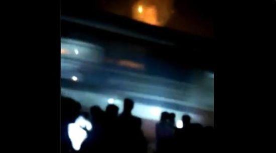 На релігійному святі в Індії потяг влетів у натовп – десятки загиблих