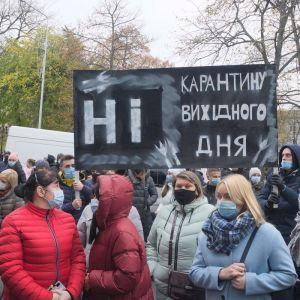 Протесты против карантина выходного дня продолжаются в Украине: предприниматели собрались в правительственном квартале