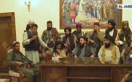 Таліби контролюють палац президента: вони фотографуються зі зброєю і забрали прапор країни