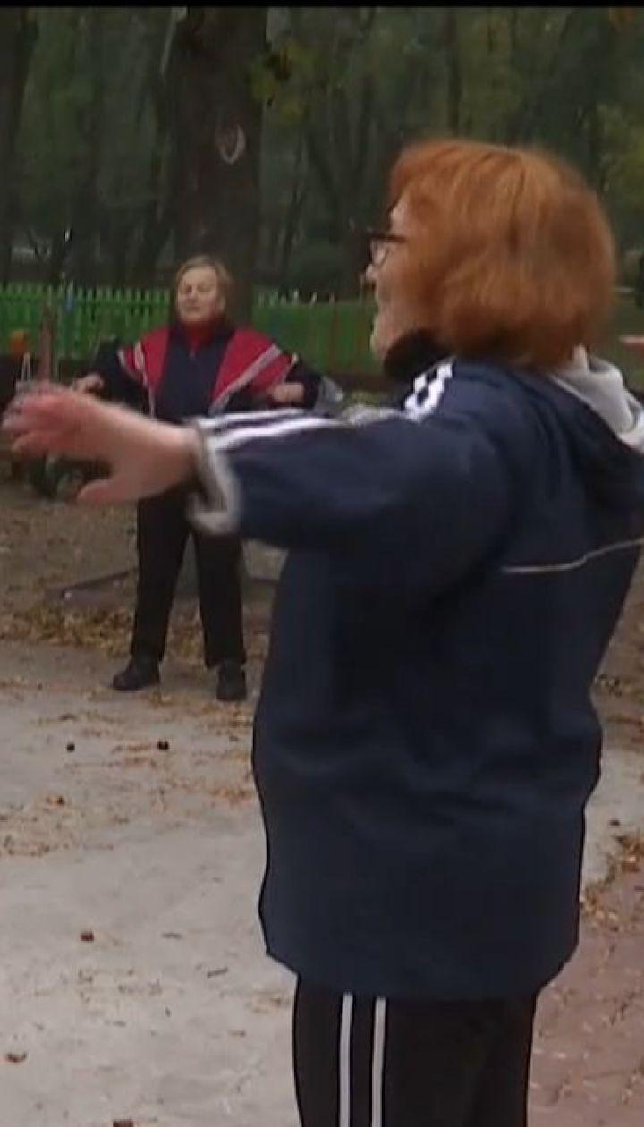 77-летняя спортсменка тренирует желающих по собственной системе оздоровительной физкультуры